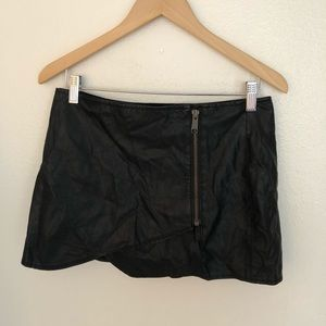 Free People! Faux leather skirt/skort size 6